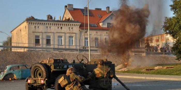 """Rekonstrukcja historyczna pt. """"Orły nad Arnhem"""" w Gryfinie – podsumowanie."""