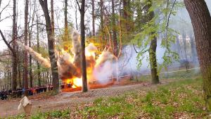JeleniaGóra wybuch bomby lotniczej 300x169